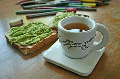 Pan con palta y un té, a perfect snack at any time!