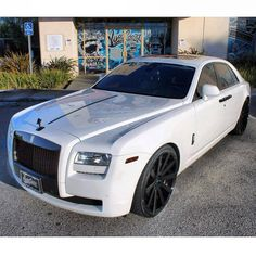 This is the definition of a head turner. #RollsRoyce #ShowStopper #JawDropper #WestCoastCustoms #WCC