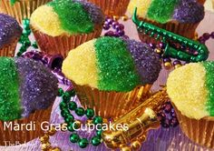Mardi Gras Cupcakes - This vanilla Cinnamon Cupcake is topped with a sugar icing and the traditional colors of Mardi gras; purple representing justice, green representing faith, and gold representing power. Mardi Gras Wreath, Mardi Gras Decorations, Mardi Gras Party, Mardi Gras Cupcake Recipe, Cupcake Recipes, Fun Cupcakes, Cupcake Cakes, Sweet Dreams Bakery, Cinnamon Cupcakes