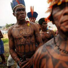 La tribù Munduruku, in lotta per difendere il fiume Tapajos, in Brasile