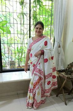 Mekhela Chador - Assamese saree Assam Silk Saree, Mekhela Chador, Aunty In Saree, Indian Wife, Beautiful Muslim Women, Handloom Saree, Saree Blouse Designs, India Beauty, Traditional Dresses