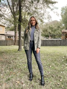 Black Chelsea Boots Outfit, Black Boots Outfit, Dress With Boots, Combat Boot Outfits, Casual Fall Outfits, Work Outfits, Winter Outfits, Fall Wardrobe, Green Coat