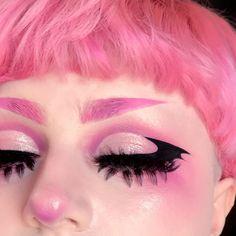 "King Shit of Fuck Mountain on Instagram: ""🦇🖤 . . . 🦇PRODUCT DEETS🦇 🖤 @distinctioncosmetics iBrow pomade in shade ""plush"" (use code Cryptozoological for $$$ off!) 💖 @sugarpill lower…"" Punk Makeup, Edgy Makeup, Grunge Makeup, Makeup Art, Beauty Makeup, Hair Makeup, Anime Makeup, Cute Makeup Looks, Creative Makeup Looks"