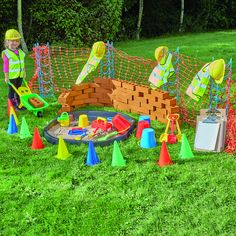 This fantastic collection will enable you to create a construction site in your role play area, with everything from realistic bricks to pretend hard hats Construction Area Ideas, Construction Area Early Years, Construction Eyfs, Music Area Eyfs, Eyfs Outdoor Area, Outdoor Play, Play Spaces, Role Play Areas Eyfs, Dramatic Play Themes