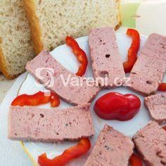 Paštika z králíka a jater recept - Vareni.cz Feta, Sausage, Cheese, Cookies, Desserts, Crack Crackers, Tailgate Desserts, Deserts, Sausages