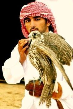 Sheikh Hamdan//Hamdan ben Mohammed Al Maktoum né le 14 novembre 1982 à Dubai (en arabe : حمدان بن محمد بن راشد آل مكتوم), est depuis le février 2008 le prince héritier de Dubaï.