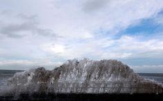 Giant waves draw storm-watchers Northern Ireland