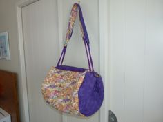 Cute Purple Shell bag My Sewing Room, Pot Holders, Shells, Purple, Cute, How To Make, Bags, Scrappy Quilts, Conch Shells