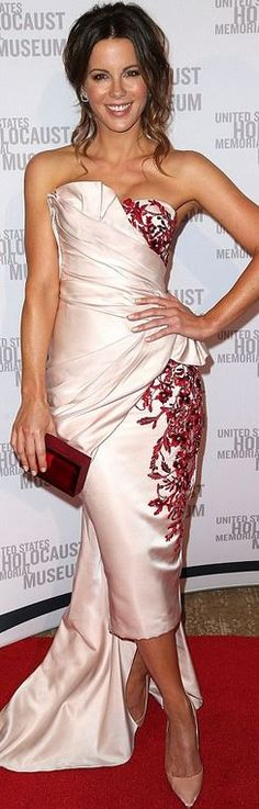 Kate Beckinsale in Marchesa ruched sweetheart dress, Rauwol red clutch handbag, Neil Lane jewelry and Christian Louboutin satin pumps