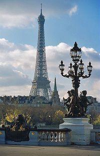 Paris tiene un encanto especial con sus bulebares la orilla del sena hacia San Denis