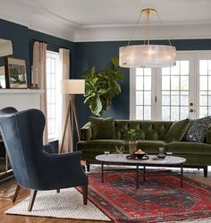 Novel Small Living Room Design and Decor Ideas that Aren't Cramped - Di Home Design Living Room Green, Home Living Room, Living Room Designs, Living Room Decor, Living Spaces, Chandelier In Living Room, Green Rooms, Green Walls, Dining Room
