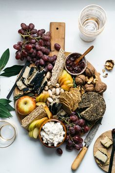 black beluga lentil hummus w/ roasted fennel + garlic — dolly and oatmeal Charcuterie Platter, Charcuterie And Cheese Board, Cheese Boards, Cheese Platters, Food Platters, Fromage Vegan, Vegan Wine, Thanksgiving Appetizers, Whole Foods Market