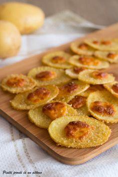 Le chips di patate al formaggio sono un eccezionale #fingherfood ed un ottimo antipasto...