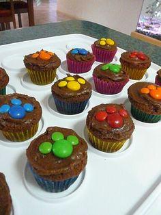 M&M paw print cupcakes