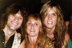Rare happy photo of Jon Bon Jovi and Sebastian Bach, formerly of Skid Row with a fan Bon Jovi 80s, Jon Bon Jovi, Sebastian Bach, Bon Jovi Live, Bon Jovi Always, Skid Row, Barbie, Music Heals, Music Industry