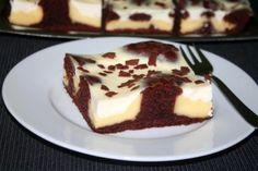 Wer Pudding liebt, wird an diesem Rezept seine Freude haben. Der Pudding-Kuchen … If you love pudding, you will enjoy this recipe. The pudding cake not only tastes good, it also looks good. Pudding Desserts, Pudding Cake, Pudding Recipes, Different Cakes, Cake Bars, Pie Dessert, Holiday Desserts, Tray Bakes, Cake Cookies