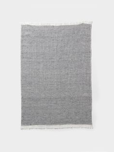 Creates luxurious feel to the loosely woven threads that create a classical textile mix between natural cotton and linen.