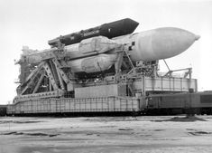 """Dark Roasted Blend: Rare Photos of the Russian """"Buran"""" Space Program Space Projects, Space Crafts, Space Launch, Space And Astronomy, Space Program, Sci Fi Movies, Cool Countries, Space Shuttle, Space Travel"""