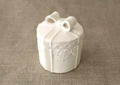 Μπομπονιέρα γάμου λευκή μπιζουτιέρα, αριστοκρατική μπομπονιέρα γάμου