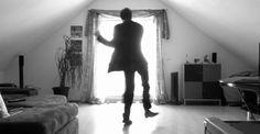 Las piernas que tienen vida propia en las redes sociales (Vídeo)
