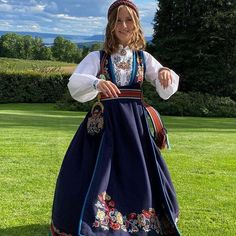 Louise Page, Norway Culture, Maud Of Wales, Norwegian Royalty, Estilo Real, British Royal Families, Folk Costume, Queen Elizabeth Ii, Royal Fashion