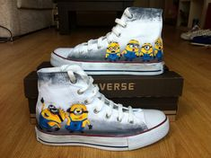 Minion Converse Shoes - Cutest shoes in the world , Despicable Me Minions ! Our Minion Converse Shoes are sure to attrack some attention - Custom Converse by Blinglogo Converse All Star, Mode Converse, Custom Converse Shoes, Custom Shoes, Converse Hightops, One Direction Shoes, Jouer Au Basket, Minion Shoes, Painted Converse