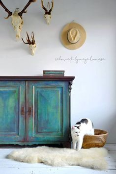 Cool Furniture Inspiration – My Life Spot Green Painted Furniture, Chalk Paint Furniture, Refurbished Furniture, Plywood Furniture, Furniture Projects, Upcycled Furniture, Furniture Makeover, Vintage Furniture, Cool Furniture