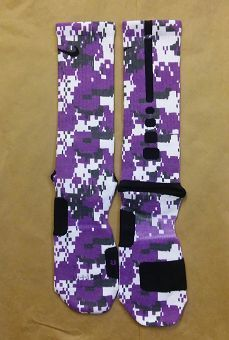 Custom socks made just for you! **Sock sizing is based on shoe size. Art socks are one size, fits shoes sizes Small is for youth and ladies Medium is for youth mens and ladies Large is for ladies and mens Under Armour Outfits, Nike Under Armour, Nike Elite Socks, Nike Socks, Crazy Socks, Cool Socks, Nike Basketball Shoes, Baseball Shoes, Baseball Bats