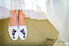 Mickey and Minnie K-I-S-S-I-N-G on these adorable personalized TOMS shoes #Disney