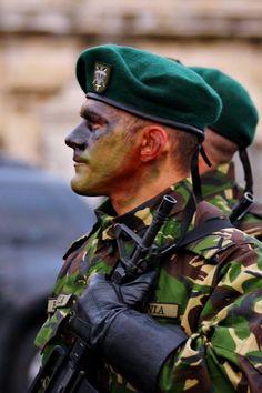 ZIUA NAŢIONALĂ A ROMÂNIEI • Pe 29 noiembrie s-a desfăşurat, în Piaţa Constituţiei din Bucureşti, ultimele antrenamente pentru parada militară de la 1 Decembrie, Ziua Naţională a României. Detaşamentele de militari şi tehnică din compunerea Forţelor Terestre au defilat alături de militarii celorlalte categorii de forţe şi comandamente ale Armatei Române. Împreună cu militarii români au defilat militari din Bulgaria, Polonia, Republica Moldova, Statele Unite ale Americii și Turcia. Republica Moldova, Thing 1, Competition, Army, Military, Exercise, Train, America, History