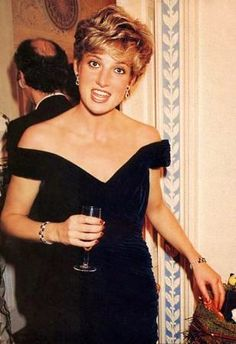 Date/info updated: 3 November 1991 Princess Diana at Carnival of Birds gala with Vivenne Westwood for RSPB Charity at Royal Opera House. Princess Diana in her 1985 Washington dress. Princess Diana Images, Princess Diana Fashion, Princess Diana Family, Princess Of Wales, Princess Diana Funeral, Princess Photo, Lady Diana Spencer, Princesa Diana, Most Beautiful Women