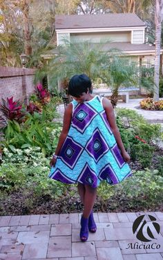 But just incase you are a bit confused about the shift dress or perhaps you dont know it, Shift dresses are clothing style that hangs loose on the body from Diy Clothing, Sewing Clothes, Clothing Patterns, African Inspired Fashion, African Fashion, Women's Fashion, African Attire, African Dress, New Look Patterns