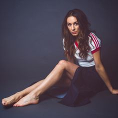 What would Spencer Hastings do? In love with this amazingly smart, quick-witted, intelligent, multi-talented, deep reader and perfect-at-stirring-hearts woman. Troian Bellisario, Spencer Hastings, Laura Leighton, Pretty Little Liars Fashion, Most Beautiful Women, Beautiful People, Love Fashion, Cheer Skirts, People
