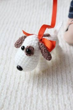 Cute Dog - free but russian pattern Diy Crochet Toys, Crochet Dolls, Crochet Dog Patterns, Dog Crafts, Dog Items, Doll Tutorial, Amigurumi Toys, Stuffed Toys Patterns, Cute Dolls