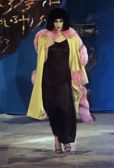 John Galliano Fall 1997 Ready-to-Wear Collection - Vogue John Galliano, Galliano Dior, Runway Fashion, Spring Fashion, Fashion Show, Fashion Outfits, Fashion Design, Fashion Scarves, Fashion Fashion