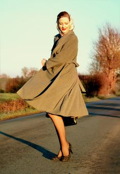 A simple grey vintage coat in mid-calf length, is a great basic piece in a retro- wardrobe. - Lilly Jarlsson 1950s / 1940s style.