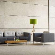 Mooie bank. Goed ontworpen kussen erop. Octo van Allermuir. http://www.kantoorinrichters.nl/banken-en-fauteuils