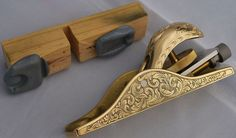 Engraved Lie-Nielson Block Plane by Mike Dubber Antique Tools, Old Tools, Vintage Tools, Woodworking Planes, Woodworking Skills, Woodworking Tools, Engraved Knife, Engraved Pocket Knives, Metal Engraving