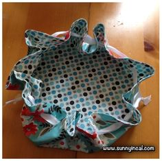 Sunny in CAL: Round Draw String Pouch Tutorial. For a cheap alternative to those lay n go makeup bags...