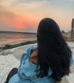 Artsy Photos, Cool Photos, Tumblr Beach Pictures, Teal Wallpaper Iphone, Chanel Beauty, Wedding Makeup Looks, Beach Poses, Beautiful Arabic Words, Grunge Girl