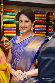 Pragya-Jaiswal-at-Kalamandir-25th-Store-Launch-(4)