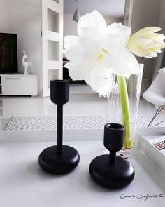 Beauty. #beauty #beautiful #iittala #iittalanappula #amaryllis #blackandwhite #springiscoming #bright #elegant #scandinavianhome #skandinavia #villaamélie Villa, Tallit, Boconcept, Candle Holders, Vase, Candles, Beautiful, Design, Home Decor