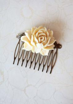 I absolutely adore this little clip. So pretty!  shopruche.com/victorian-grace-hair-clip.html