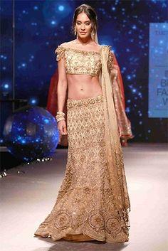 Z Fashion Trend: LISA HAYDON IN TARUN TAHILIANI DESIGNER OUTFIT