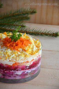 Śledzie pod pierzynką (Warstwowa sałatka śledziowa) Beetroot, Boiled Eggs, Mayonnaise, Onion, Slow Cooker, Carrots, Side Dishes, Salads, Food And Drink