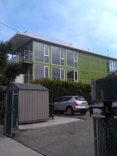 Yummy container house in Venice. Favorite building style in favorite neighborhood: EJIFE! Two to love!