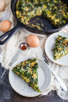 Kale & Garlic Frittata- this recipe is PALEO, healthy, and SO incredibly easy to make!! Perfect for any breakfast!