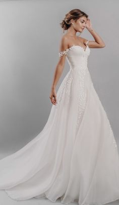 Georgia Georgia,wedding-dresses Georgia Georgia How Many Wedding Dress Styles Should I Try On? There are hundreds of bridal fashion designers out there with literally thousands of styles available, so. Wedding Dress Brands, Country Wedding Dresses, Dream Wedding Dresses, Bridal Dresses, Wedding Gowns, Lace Wedding, Wedding Dress Bling, Beautiful Wedding Dress, Mermaid Wedding
