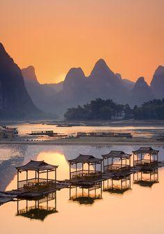 Lernen Sie die kulturelle Vielfalt des Landes und ihre schönen Landschaften kennen.