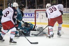 Worcester Sharks rookie goaltender Troy Grosenick extends the pad to make a save (Feb. 16, 2014).